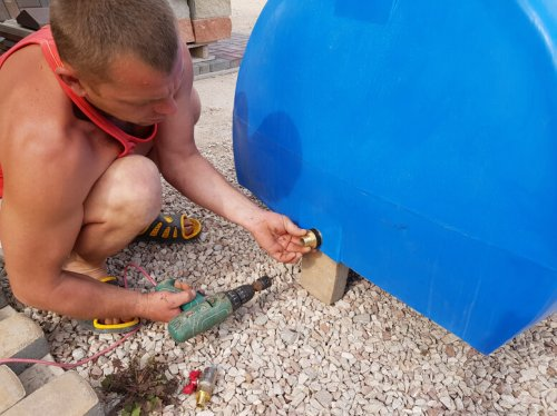 Установка крана в пластиковую емкость Севастополь 12